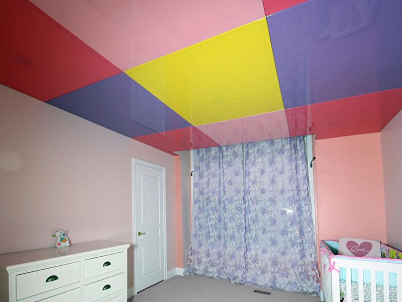 Цветной потолок в детской